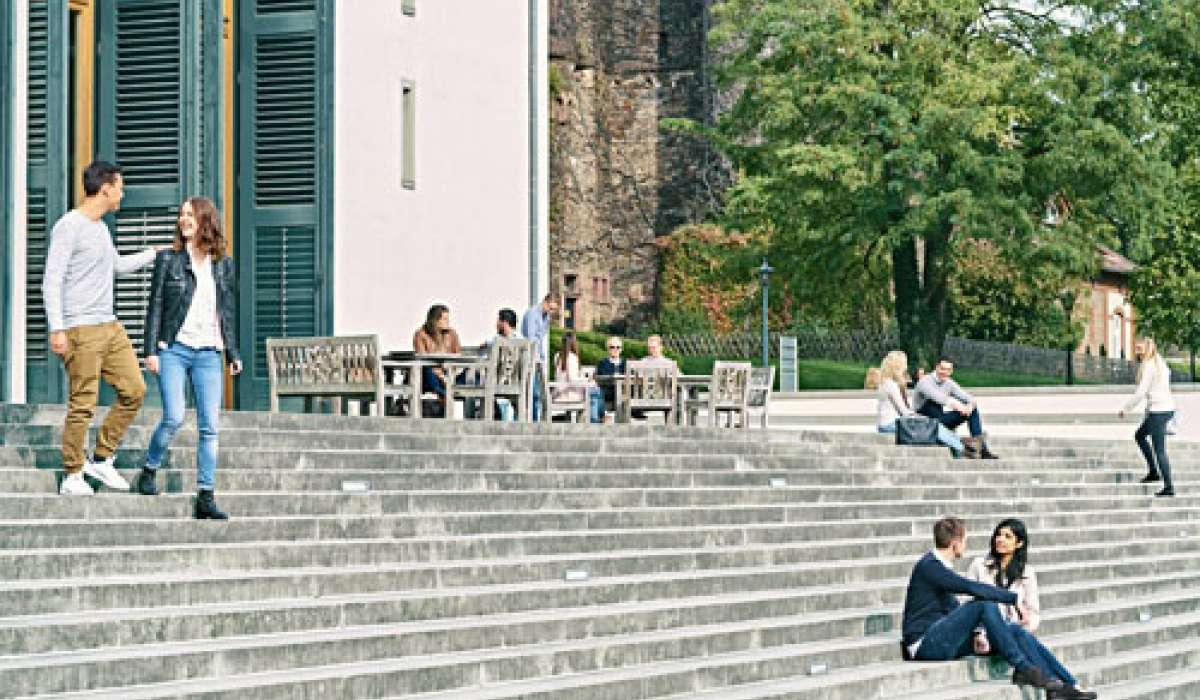 EBS-Studierende am Campus