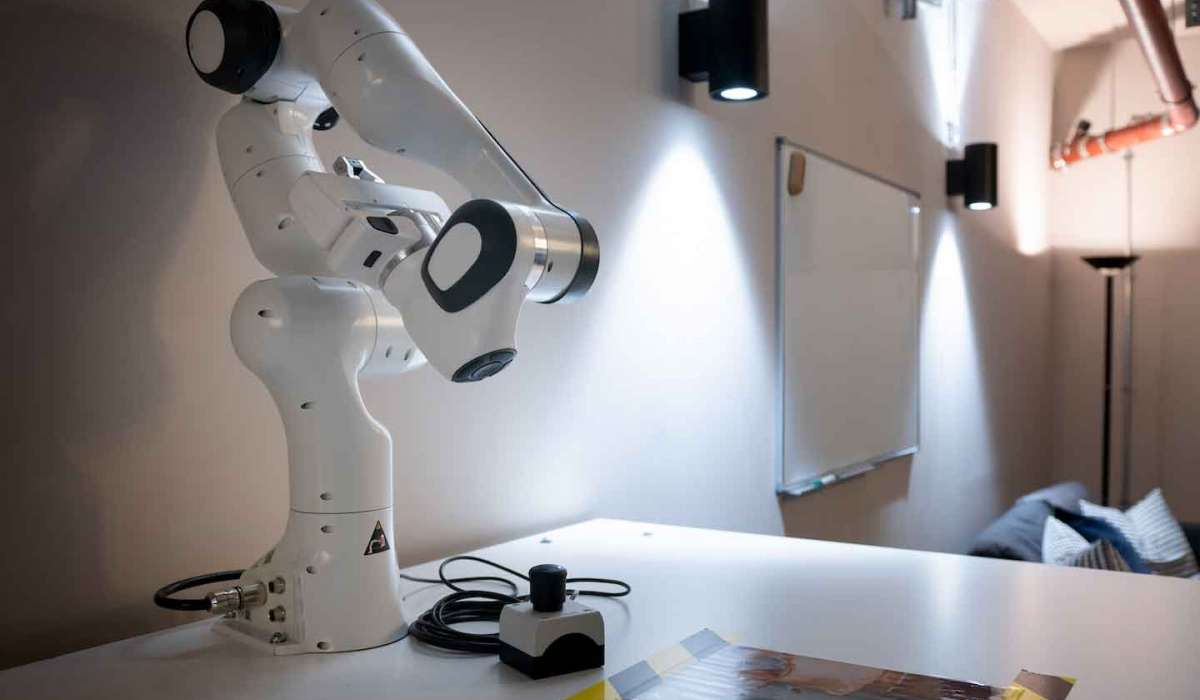 xu-exponential-university-coding-and-software-engineering-robotik-tisch-on-campus